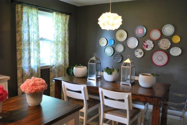 Hang plates on wall for residence interior design